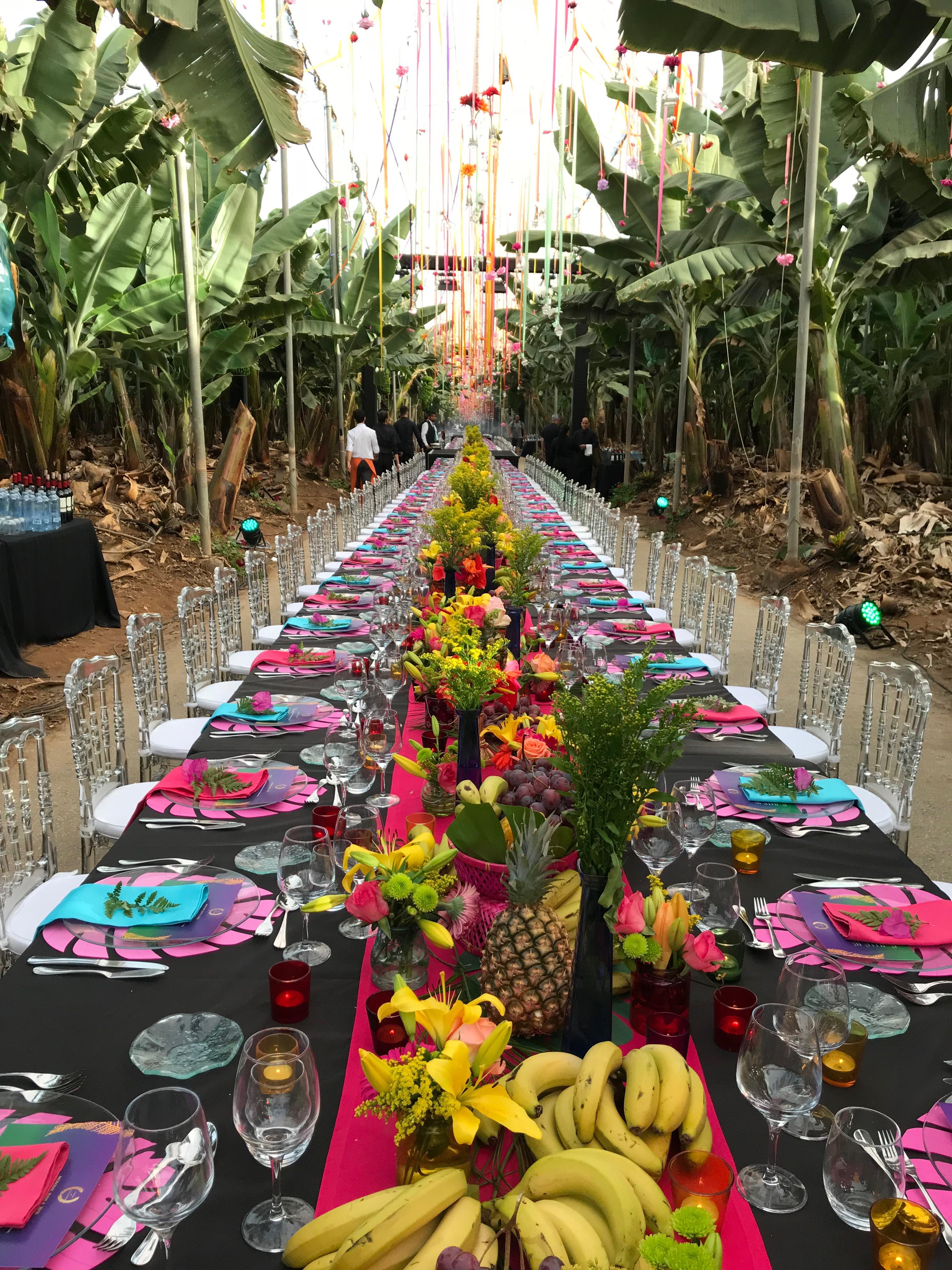 La preparación de una cena de gala en mesa imperial